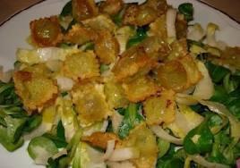 Entrée: Salade aux ravioles croustillantes