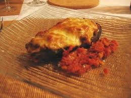 Entrée: Aubergines farcies à la viande et mozzarella