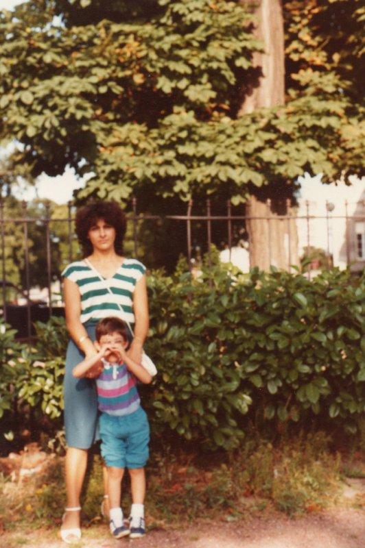 sur la photo sé moi jacky avec ma copine maria  au parc