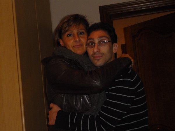 sur la photo sé moi jacky avec ma maman maria dans ma maison