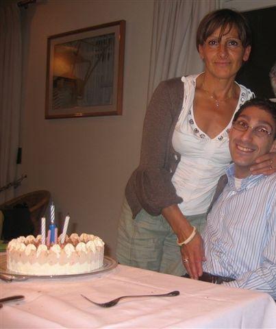 sur la photo sé moi jacky avec ma maman maria dans la  maison de ma voisine