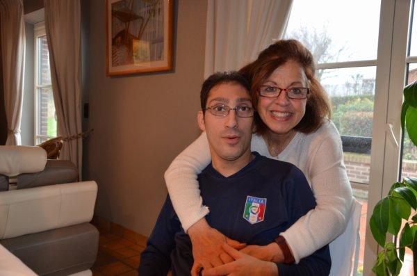 sur la photo sé moi jacky avec ma  voisine vilma dans ça maison