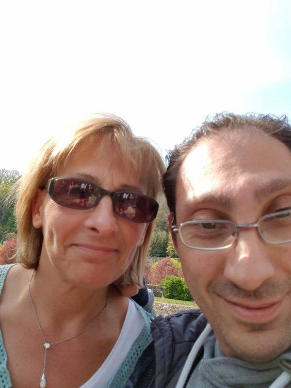 sur la photo sé moi jacky avec ma femme maria a la journée a nepré