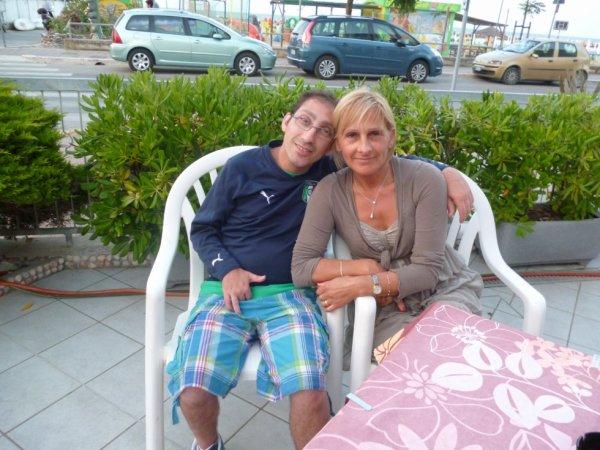sur la photo sé moi jacky avec ma copine en vacance