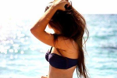 C'est le genre de fille qui sait paraitre heureuse quand elle ne l'est pas & c'est ca qui est le plus important.