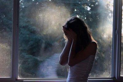 Chaque matin, mon coeur se brise à nouveau quand je te vois.. Dis moi.. Pourquoi je ne t'oublie pas ?