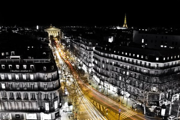 Paris †.