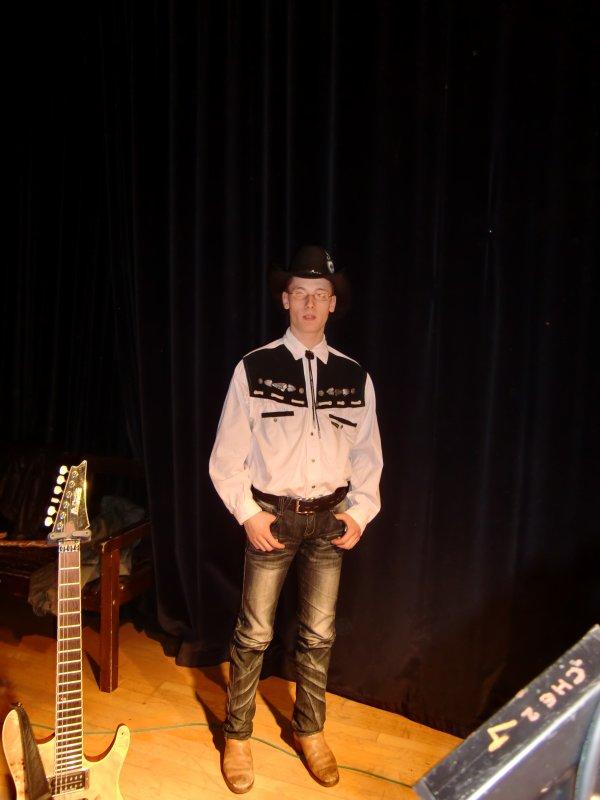 je vous présente le groupe de country  (Deep Canyon) de mon époux et ses amis