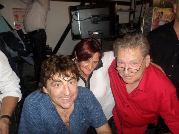 je vous souhaite un agréable Samedi a tous avec des photos de mon mari,moi et mon chanteur préféré Claude Barzotti ainsi que mon fils Charles Elie et ma belle fille Molly et ma petite soeur que j aime