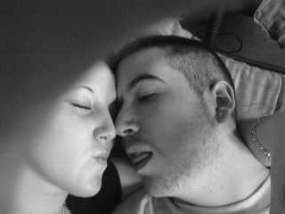 .  L'amour ressemble à ça : Il faut se quitter souvent pour s'aimer toujours. .