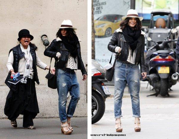 Vanessa a été repéré à Paris plus tôt aujourd'hui. Elle semble incroyable que sa mère et elle marche dans les rues de Paris ! TOP !