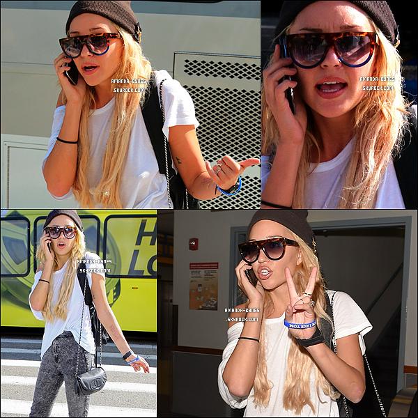 10/10/2014 : La miss Amanda a été vue arrivant de l'aéroport LAX, toujours aussi...bizarre  !