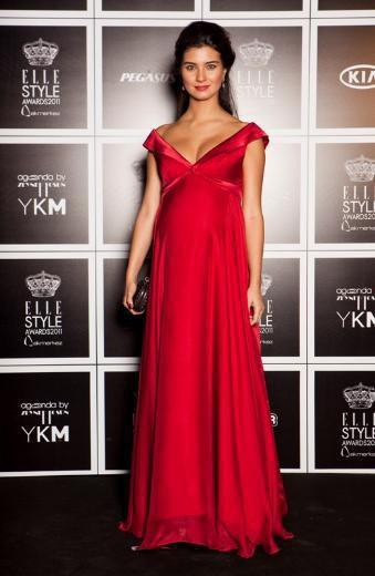 cansel elçin & tuba buyukustun in elle style awards 2011