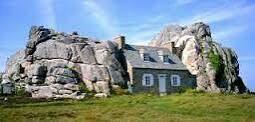 La maison entre les rocher par chez moi