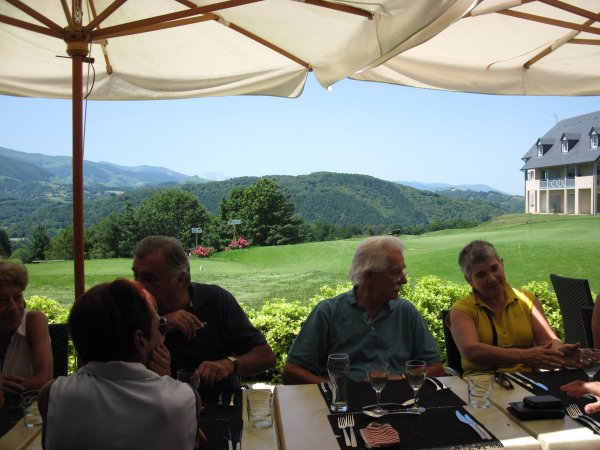 GOLF COUNTRY CLUB DE BIGORRE (suite) ci dessous en Jaune Notre Consule locale Françoise