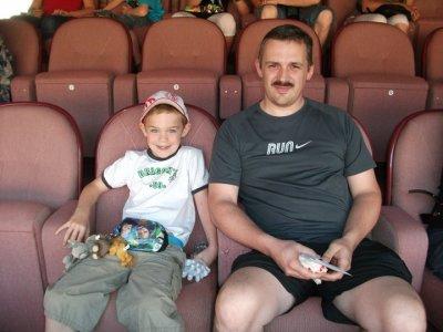 .....mon fils et son papa au standard de liege