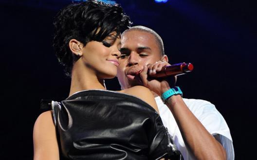 Chris Brown aurait offert une bague à Rihanna