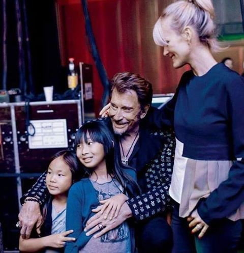 Johnny Hallyday avec sa petite famille