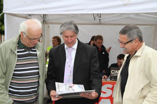 Mr le Maire adjoint aux sports et le directeur des sports reçoivent Paris Colmar à Epernay