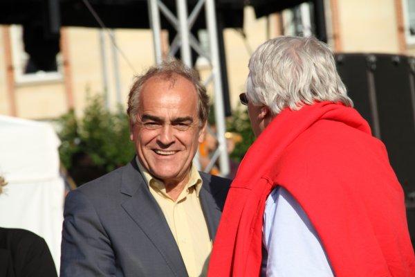 Mr le Maire de Vitry le François  reçois Paris Colmar à la marche