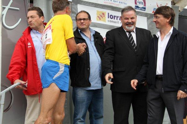 Mr le Conseiller Général ,Mr le Maire de Corcieux , Mr l'Adjoint  aux Sports  ont reçu Paris Colmar à la marche