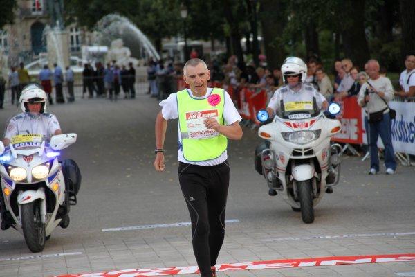 Pascal DUFRIEN (France) 6ème dans Paris-Colmar 2011 à la marche