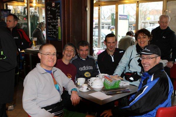 Après les 30 kms à la marche  dans Paris Ils ont toujours  le sourire   au club