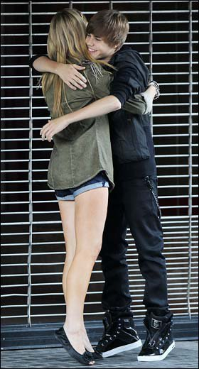 Justin Bieber flashé avec une jeune fille blonde :-(