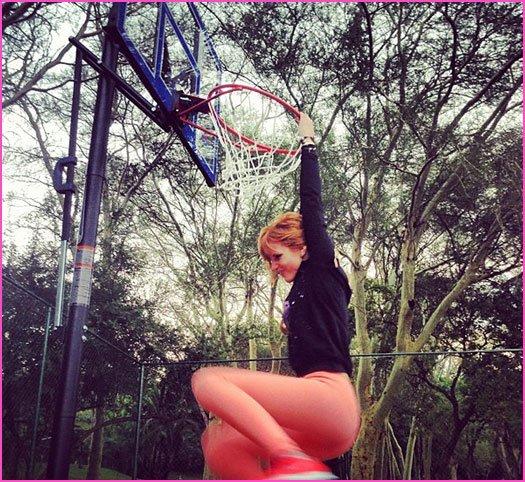 Zendaya et Bella jouent au basket