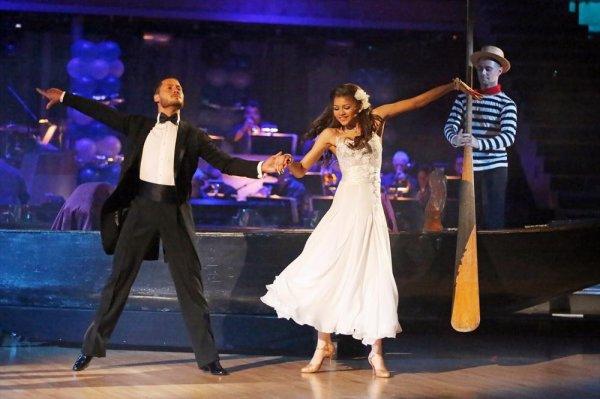 Zendaya & Val dansent la Valse Viennoise