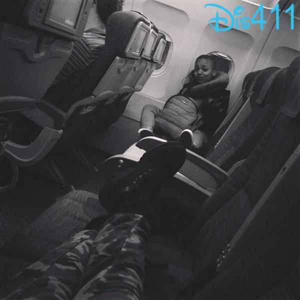 L'avion de Zendaya est arrivé sur l'île de Vancouver et elle se dirige vers le Set le 26 Août 2013