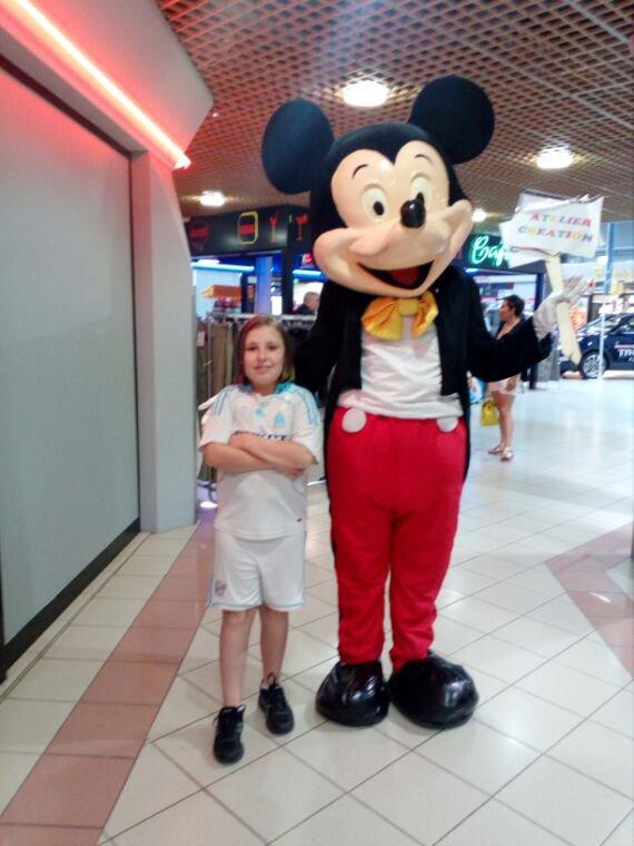 Mon fils à carrefour avec Mickey mdr