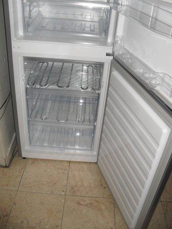 """ca y est le nouveau frigo/congelateur est arrivé (l'ancien a rendu """"l'ame"""" dimanche matin)"""
