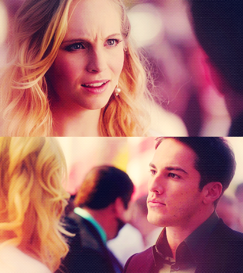 """""""J'ai commencé à te haïr au moment ou tu m'as obligé à te désirer."""" Twilight"""