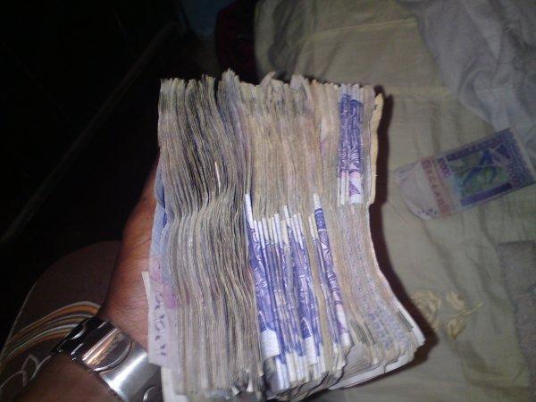 xXx ¤nkor moi smith le pharaon Mon argent je l'est pas ramasser mais plutot travaillé pour l'avoir donc svp ne soyez pas jaloux