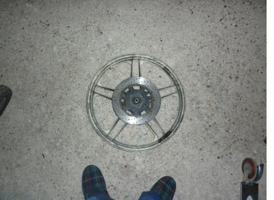 aller peutit jeux  combien paise la roue avant de cf avec son disque