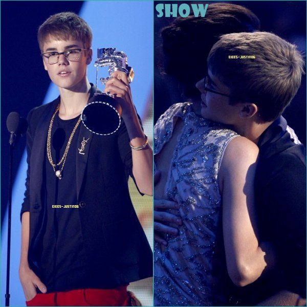 28/08/11 Justin était au MTV Vidéo Music Awards.