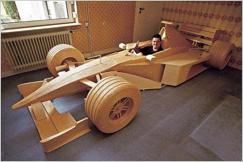 Six ans et demi de travail, 956.000 allumettes et 1.686 tubes de colle. Le résultat: une reproduction à l'échelle 1 d'une Mercedes-Mclaren MP 4/14 de Formule 1 avec laquelle Mika Häkkinen a été champion du monde en 1999.