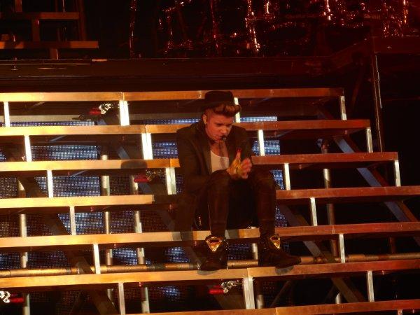 J'emmerde que gens critique a Justin Bieber ♥ et 10.04.2013 et 11.04.2013 quue j'ai jamais oublie c'est tellement Mangifique ♥ Je t'aime trop mon idole Justin Bieber ♥