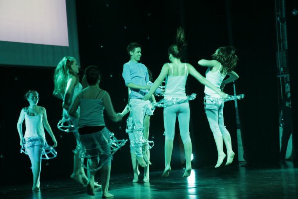 spectacle 2012(23/06) au Palais des Congres de Liege , juste 2 , 3 photos de nos exploits parmis plus de 8333  photos <3 faites par le photographes, casi paparazzi! Fred!! encore merci<3<3