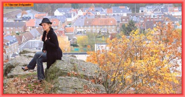 Rebecca au-dessus des rochers