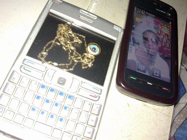 Mes portables Et ma Chaîne en Or.Admirez!
