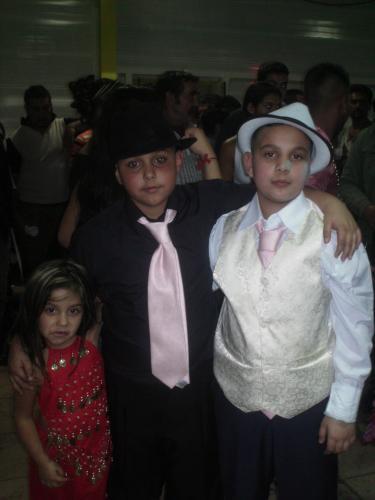 moi mon couz rose et ma zine shanon pour le mariage de ma de jumeaux sa fait longtan