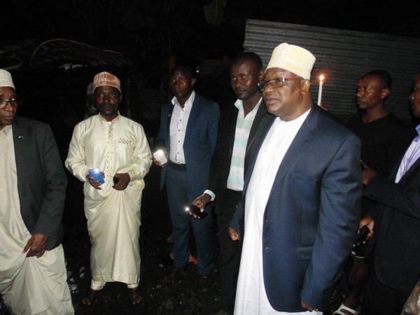 Le Gouverneur de l'Ile Autonome de Ngazidja le Docteur Hassani Hamadi en visite à Nioumadzaha Bambao le 29/04/2017