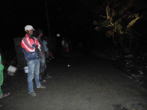 Réhabilitation des routes à Nioumadzaha Bambao (MRADJOU) dans la nuit de ce lundi 19/06/2017