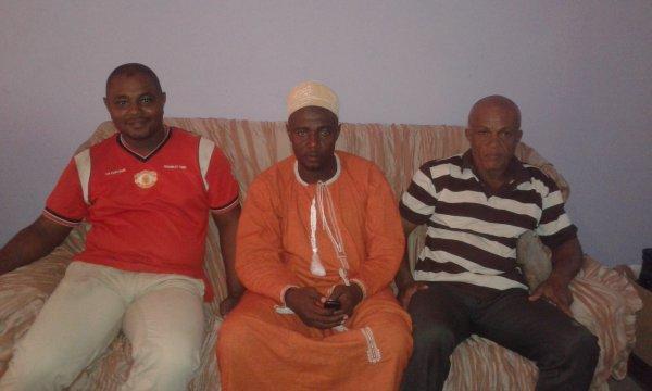 L'équipe de foot ball Etoile des Comores de Nioumadzaha Bambao vient de recevoir un lot de matériel sportif par leur frère MADJID ALI MHOUMADI