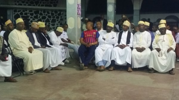 Premier meeting de FOUNDI ANSOIR ce soir à la place publique de MDRAMBOINI pour le choix du président des jeunes de Nioumadzaha