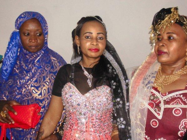 La famille de Boinaharoussi chez la mariée et c'est dans l'après midi de ce vendredi