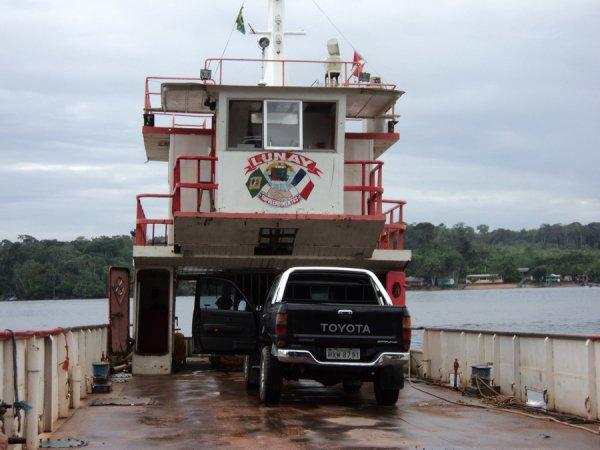 """Entrée au Brésil avec la barge et vérification du niveau du pont (voir article """"le départ"""")"""