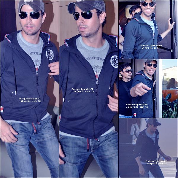 """. Vendredi 28 Janvier : Enrique arrivant à San Juan dans le cadre de sa tournée mondiale """"Euphoria World Tour"""" ."""